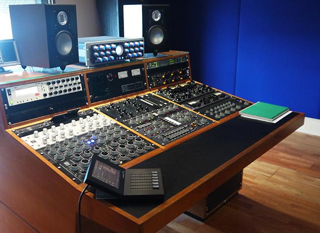 chord-metropolis-studio-desk2
